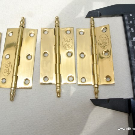 "4 small hinges vintage style solid Brass DOOR BOX 2.1/2"" polished finials flush & screw"