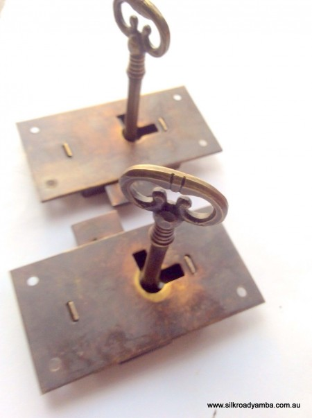 2 x flush locks Vintage stye antique look solid heavy brass aged 2 key lock works 2.1