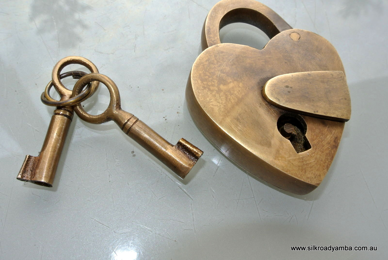 Small tiny vintage style antique heart love shape for Antique looking keys