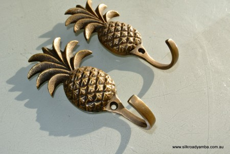 2 PINEAPPLE COAT HOOKS small solid brass antiques vintage old style 120mm hook