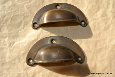 2 small shell shape pulls handles antique solid brass vintage old replace drawer 66 mm