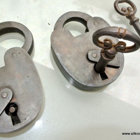 "2 Padlocks Vintage stye antique look solid heavy brass aged key lock works 3"" size 2 key"