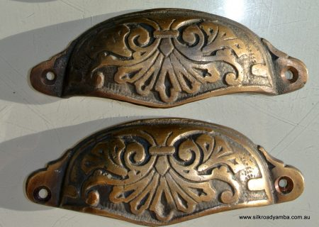 "2 shell shape pulls handles solid brass vintage style 4""drawer heavy victorian"