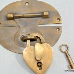 blanket trunk box brass fittings Back plate lock & brass love heart pad lock 5""
