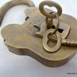 "large Vintage style antique ""BATAVIA "" 5"" Padlock solid brass key heavy lock works"