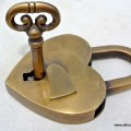 "3.1/2"" Vintage style antique ""HEART LOVE "" shape wedding Padlock solid brass 2 keys heavy lock works"
