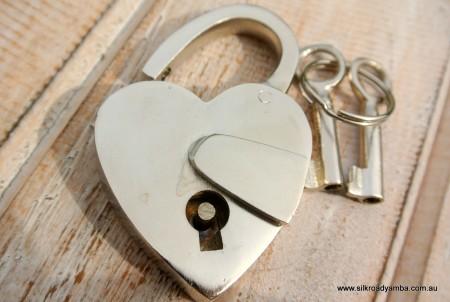 "small SILVER tiny Vintage style antique ""HEART LOVE "" shape Padlock solid brass 2 keys heavy lock works 2"""