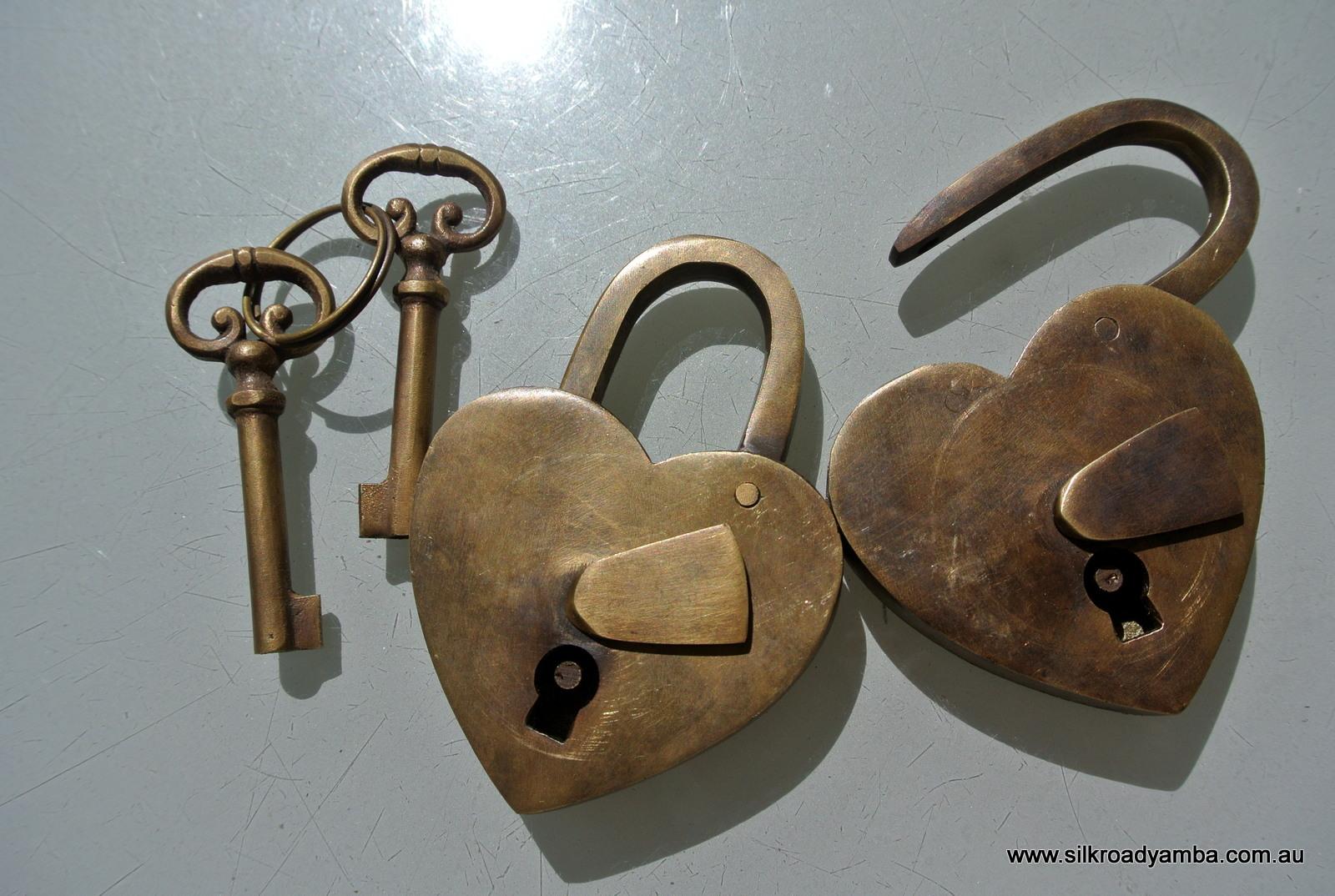 2 vintage style antique heart love shape wedding for Antique looking keys