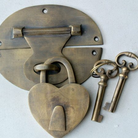 "heavy HASP & STAPLE heart Padlock and KEY included WORKS 5"" OVAL catch latch"