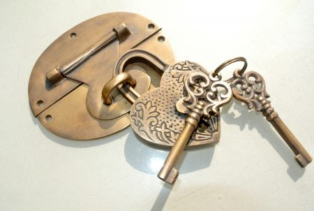 """heavy HASP & STAPLE love heart engraved Padlock & KEY included WORKS 5"""" OVAL catch latch"""