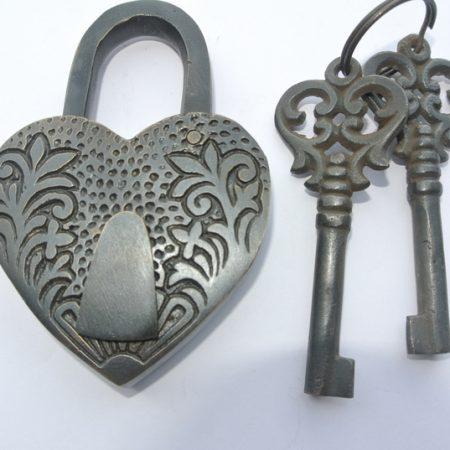 "dark ""HEART LOVE PADLOCK "" EMBOSSED 3"" Vintage style antique shape solid brass 2 keys heavy lock works"