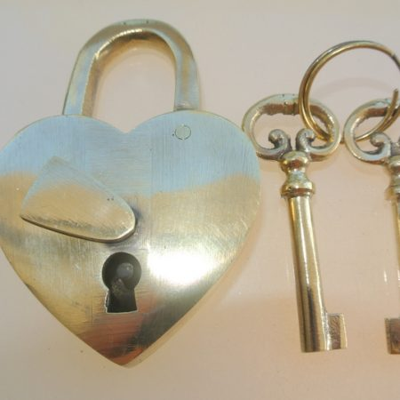 "3.1/2"" Vintage style antique ""HEART LOVE "" shape wedding Padlock solid brass 2 keys heavy lock works polished"